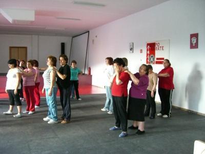 La Asociación de mujeres en la gimnasia.